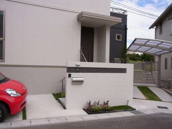 白を基調としたモダンな外構 名古屋市1