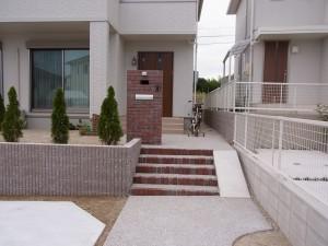 レンガと化粧ブロックで洋風な外構 名古屋市2