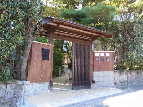 伝統的な和風テイストの門構え 名古屋市1