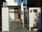 シンプルモダン 清涼感のあるタイル張り門柱 TOEX門扉 アーキキャスト 愛知県名古屋市