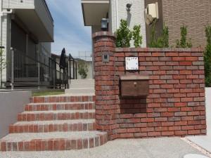 ナチュラルな雰囲気の玄関アプローチ 名古屋市2