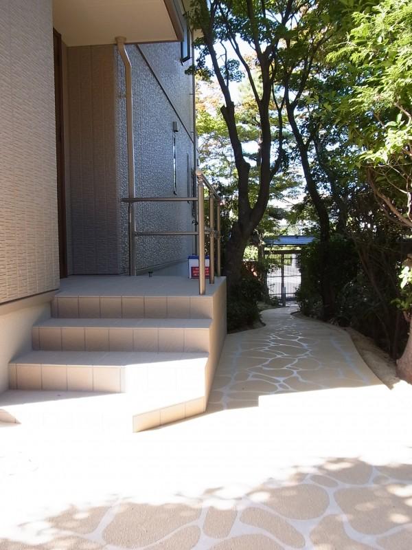 伝統的な和風テイストの門構え 名古屋市4